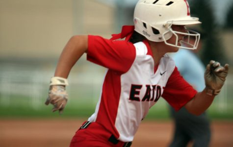 Softball closes with narrow loss