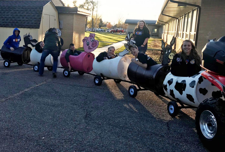 FFA members enjoying the barrel train.