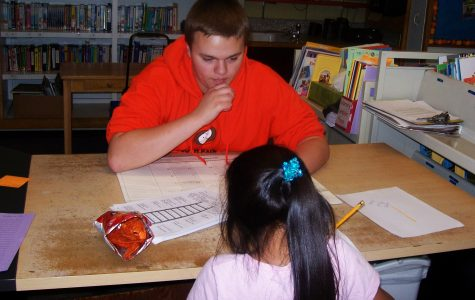 EHS students tutoring EES students