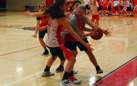 In practice, Hailie Shelden (16) fights to get out of a trap.