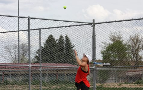 Kinsey Mawson 17) serves the ball.