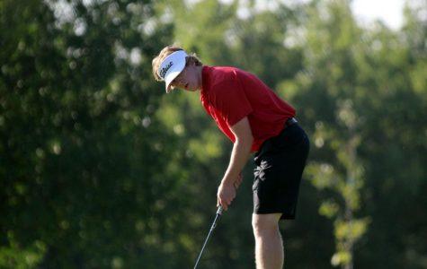 Peter Grossenbacher (19) putting at the Highland Meadows course