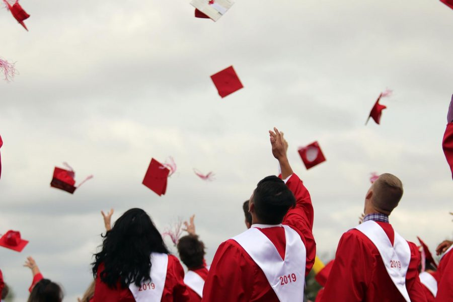 Seniors+say+goodbye+to+EHS.