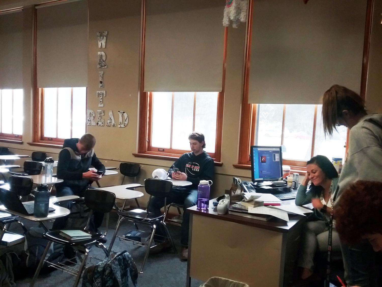 Kylie Griffin's advising class doing first quarter grade checks