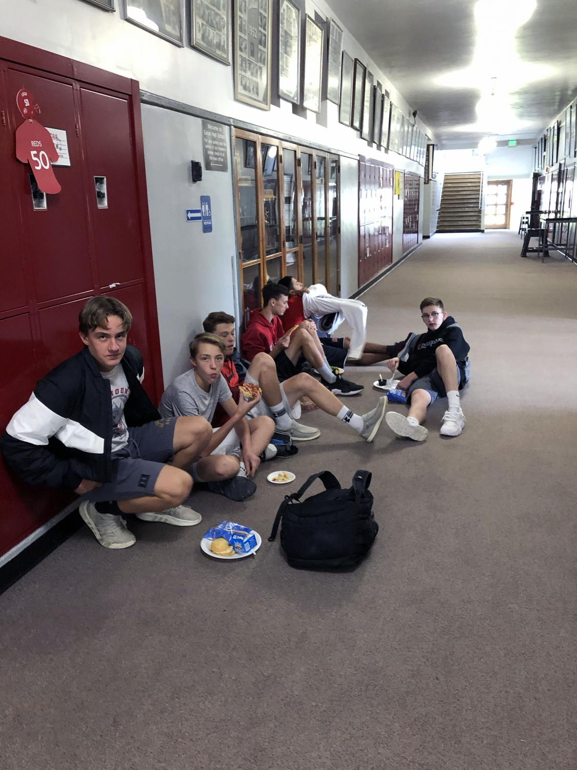 Sophomore boys enjoy lunch without tech