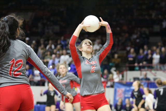 Volleyball coach contact renews for 2020 season